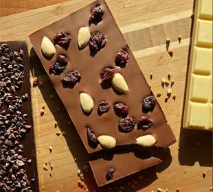 chocolat-lait-caramel-chocolat-noir-et-blanc-fruits-seches-bio-amandes-bio