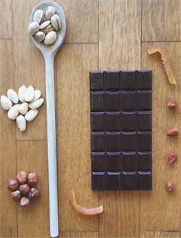 chocolat-noir-amandes-bio-pistaches-oranges-confites-bio-framboises-bio