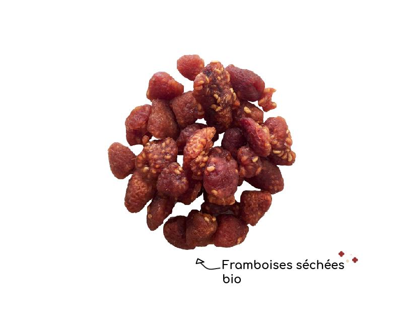 les-framboises-sechees-bio-de-chocokada-s-allie-parfaitement-avec-le-chocolat-blanc