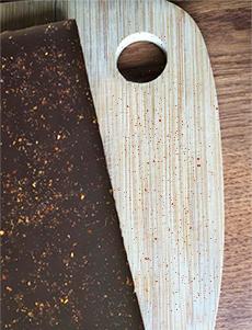 testez-de-nouvelles-saveurs-avec-la-tablette-chocolat-noir-au-piment-d-espette